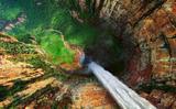 """无人机拍摄近1000米""""天使""""瀑布 系世界最大落差"""