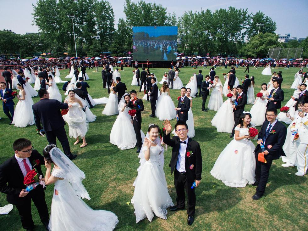 800多人同时结婚,这场面你见过吗 - 海阔山遥 - .