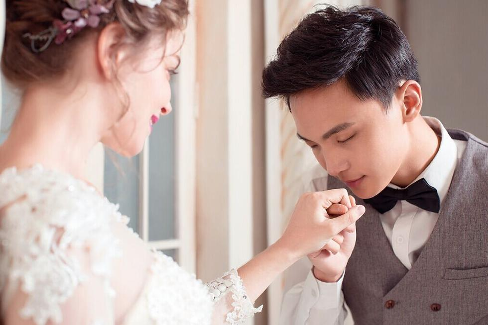 法国姑娘倒追苏州小伙 结婚不要房不要车 - 海阔山遥 - .