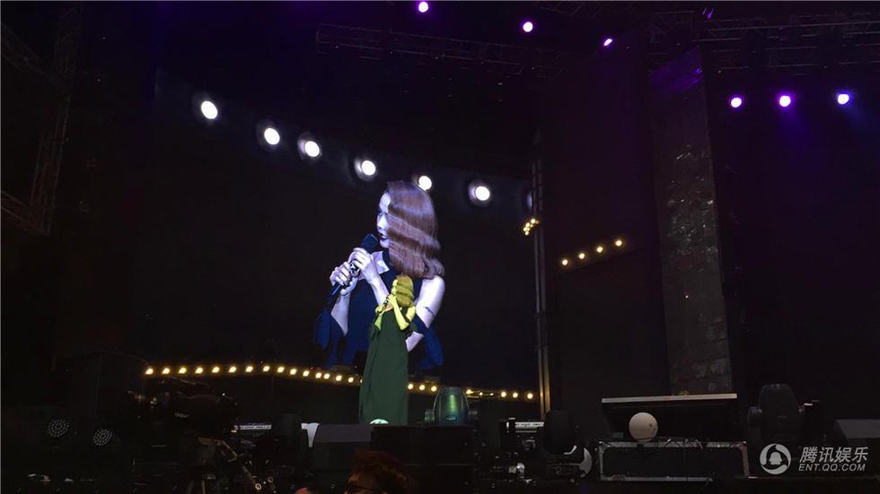 蔡依林演唱会澳门站落幕 性感造型与男妖共舞