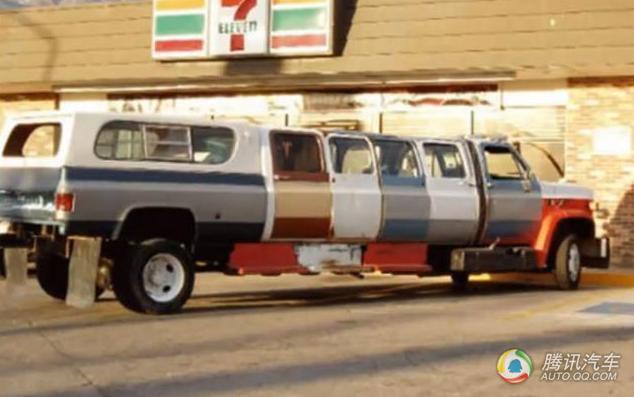 自制加长版汽车,车门是不是太多了点?-改装成这样居然也上路了 交高清图片