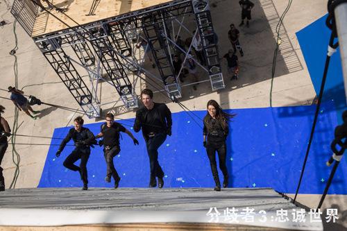 """《分歧者3》Maggie Q谈""""翻墙"""" 挑战体力极限"""