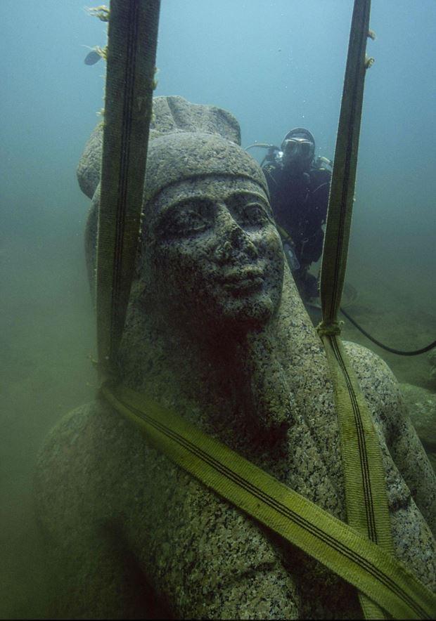 些文物应当属于古埃及伊拉克利翁和坎诺珀斯两座城市的遗址.这两图片