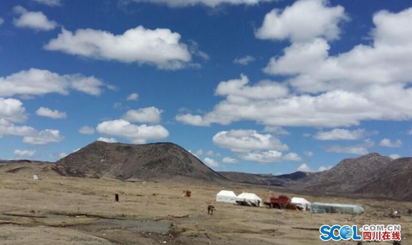 川西高原积雪逐步融化 即将迎来 高原春天
