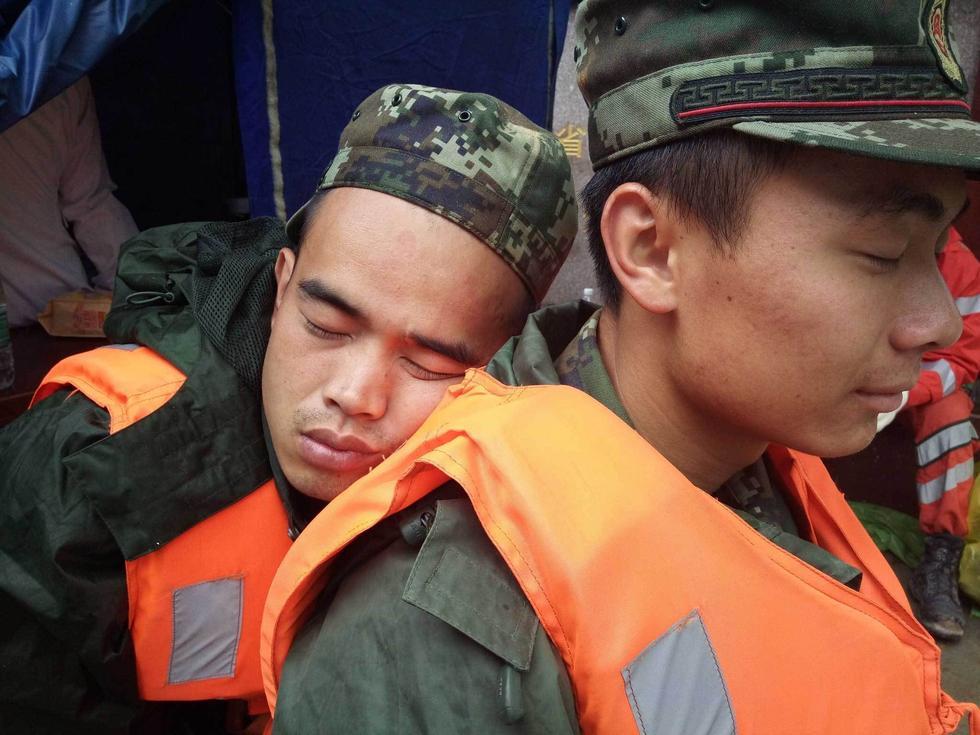 福建山体滑坡武警战士奋战两天两夜相互依偎2016.5.11 - fpdlgswmx - fpdlgswmx的博客
