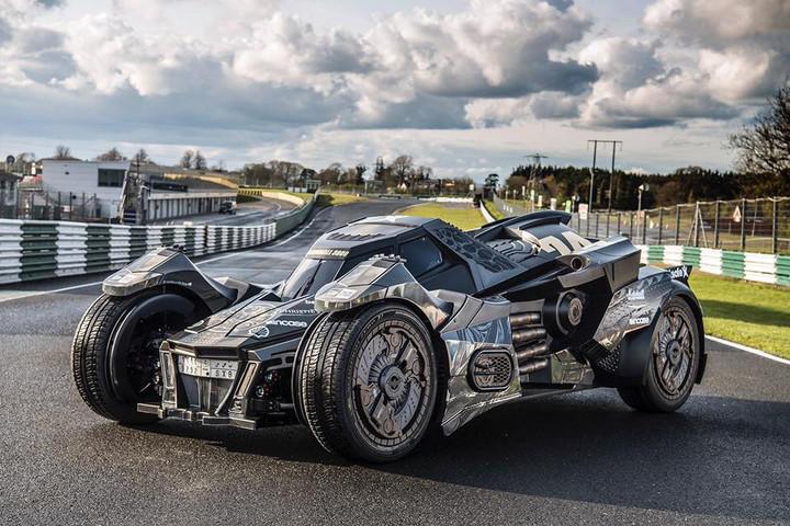 V10超级跑车改装成了大名鼎鼎的蝙蝠侠爱驾蝙蝠车.-土豪将兰博基高清图片