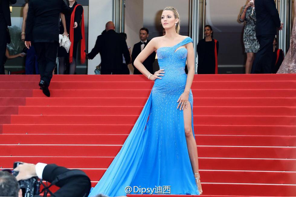 绯闻女孩挺二胎走红毯 贴身蓝裙完美显孕肚