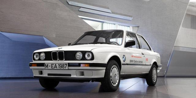 987年,宝马改装8辆四驱325iX小轿车,安装了电动传动系统,将高清图片