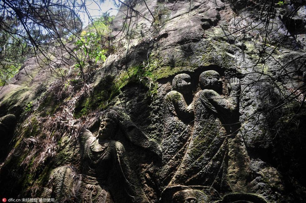 """广东""""千佛山""""隐埋深山20年 佛像形态各异 - 海阔山遥 - ."""