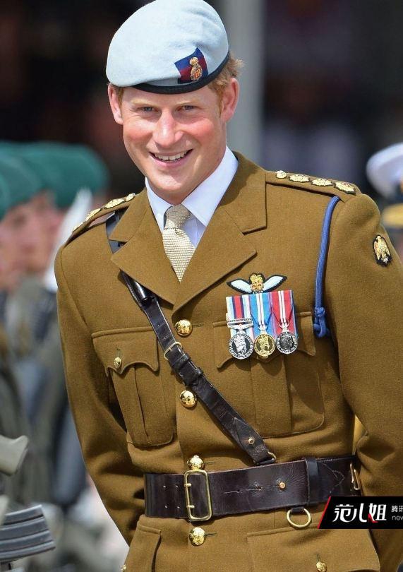 同样继承了戴安娜王妃血统的哈里王子也在穿衣搭配方面紧追大哥,