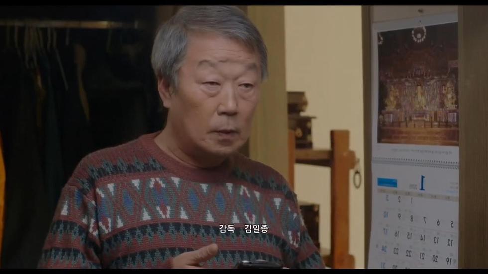 今天这部电影《年轻的母亲3》就有一个老头,妻子早早去世剩下两个