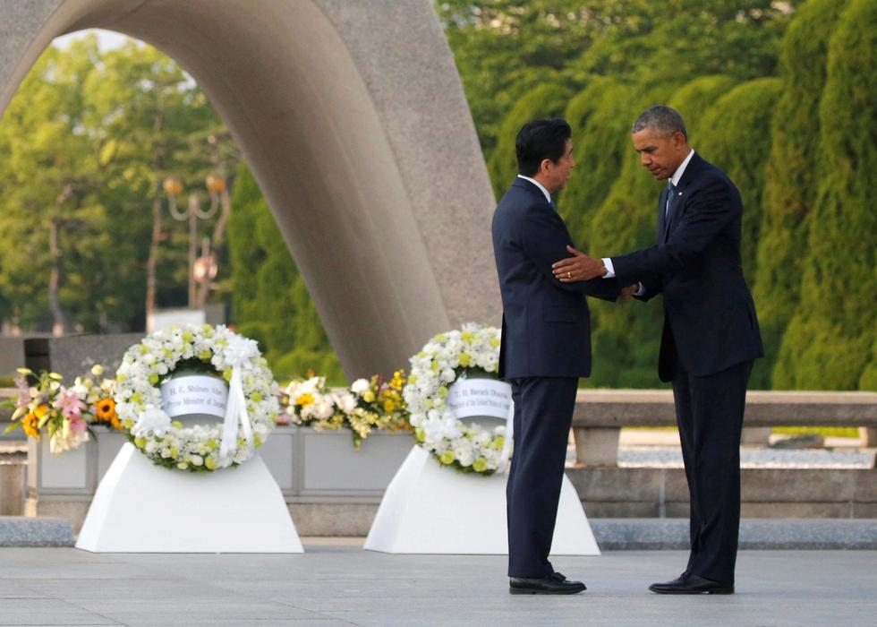 奥巴马在日本广岛和平纪念公园敬献花圈 - 海阔山遥 - .