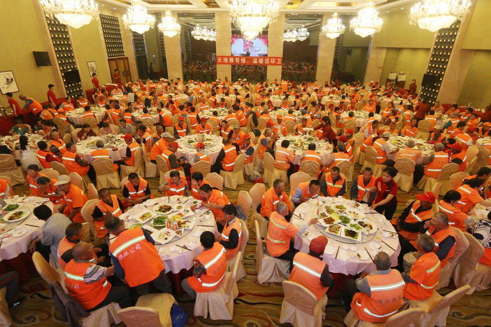 土豪企业邀数百名环卫工五星级酒店聚餐。【新闻转载】 - kkk20088 - kkk20088的博客