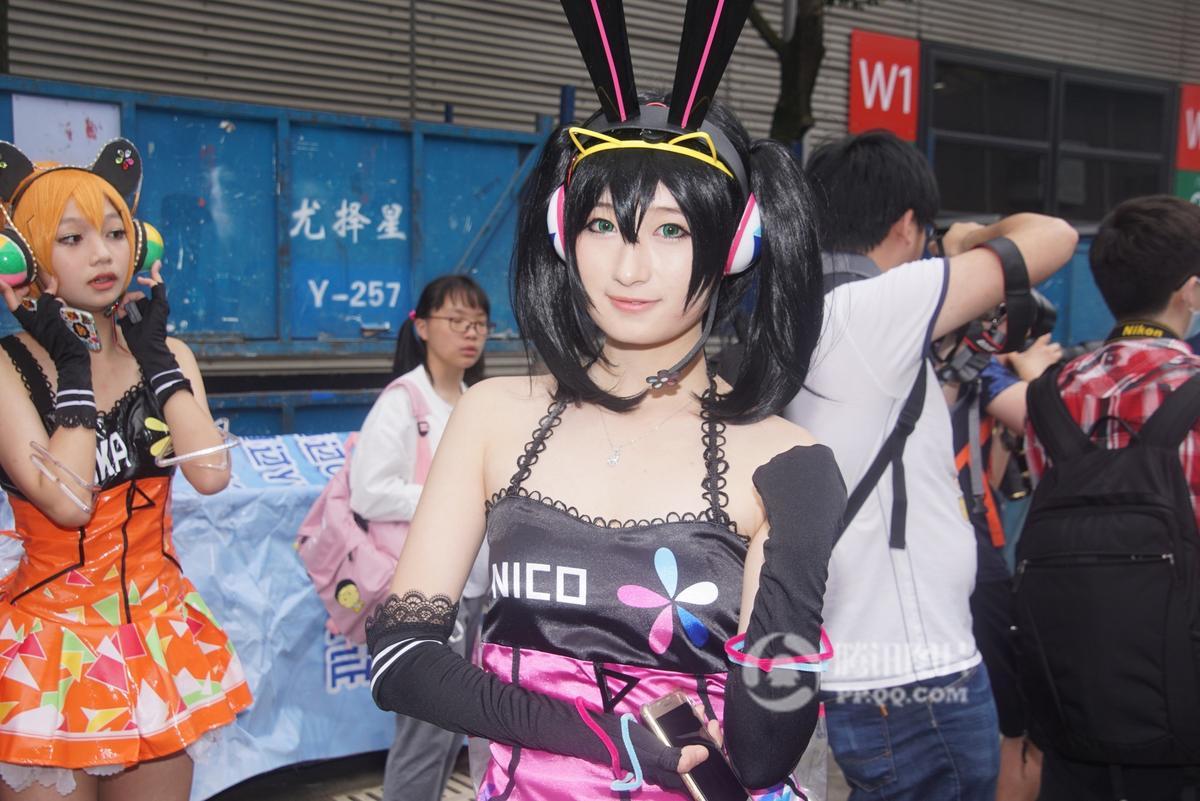 上海同人动漫展人气足 性感萝莉制服诱惑引围观