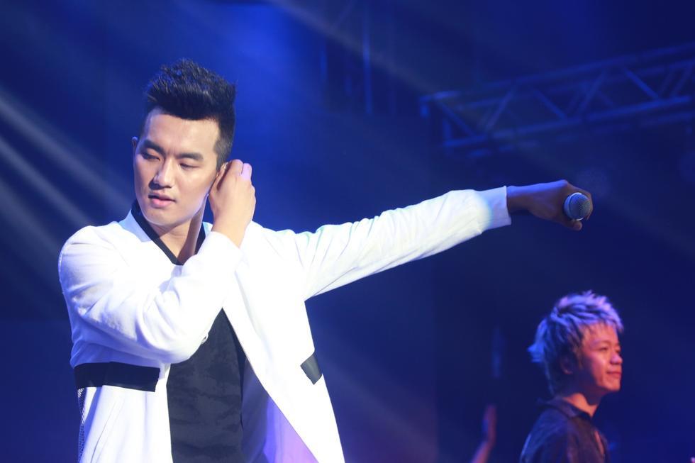 于湉北京演唱会举行 场面爆棚