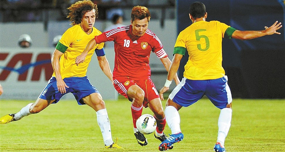 结果耻辱性地以0-8的比分输给巴西队.内马尔上演帽子戏法,奥斯图片