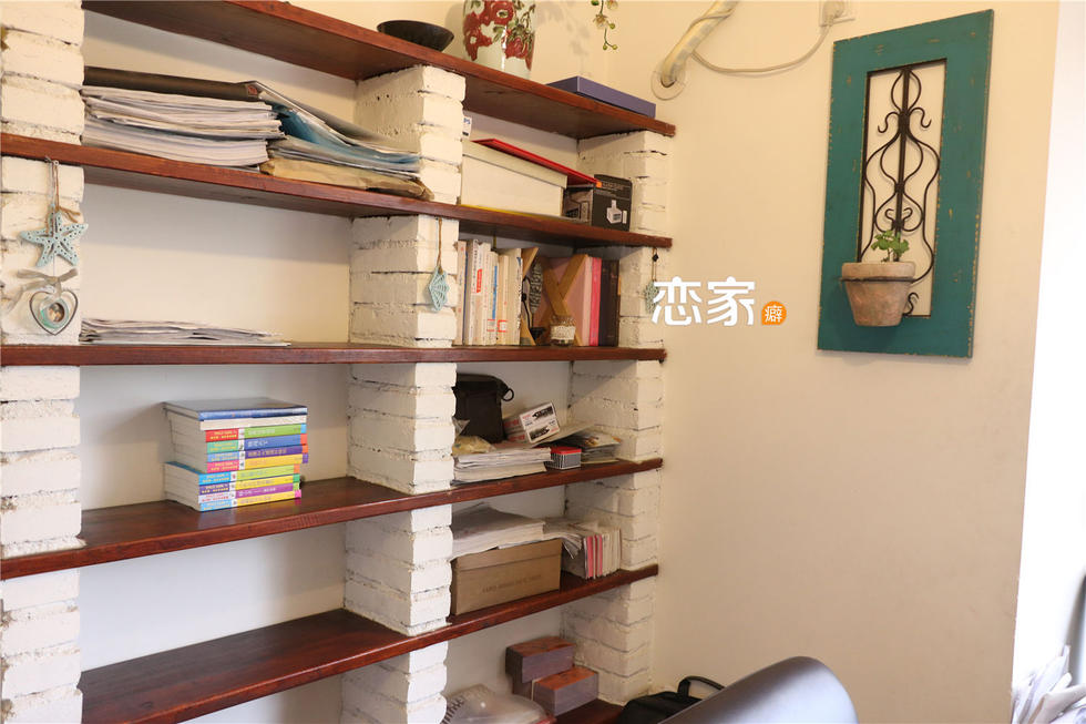 墙砌砖放上木板DIY而成,节省空间,又创意十足.-169平美式乡村风