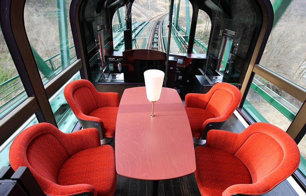 日本推出透明观景列车 绝美风光尽收眼底 - 海阔山遥 - .