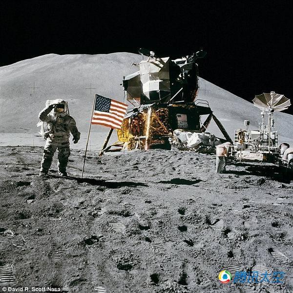 """2位美国宇航局宇航员登陆月球表面,并在月球上行走,自1972年"""""""
