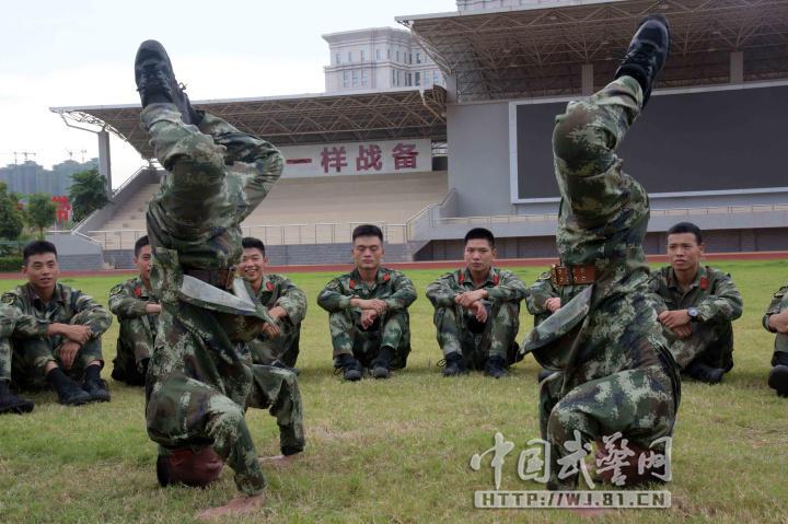 """军营版""""瑜伽"""" 官兵航拍笑脸秀拿大顶2016.6.25 - fpdlgswmx - fpdlgswmx的博客"""