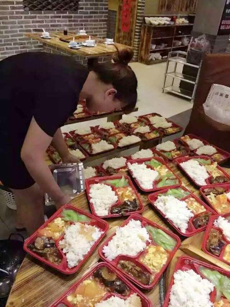 盐城龙卷风灾后救援细节:私人饭店免费供应盒饭