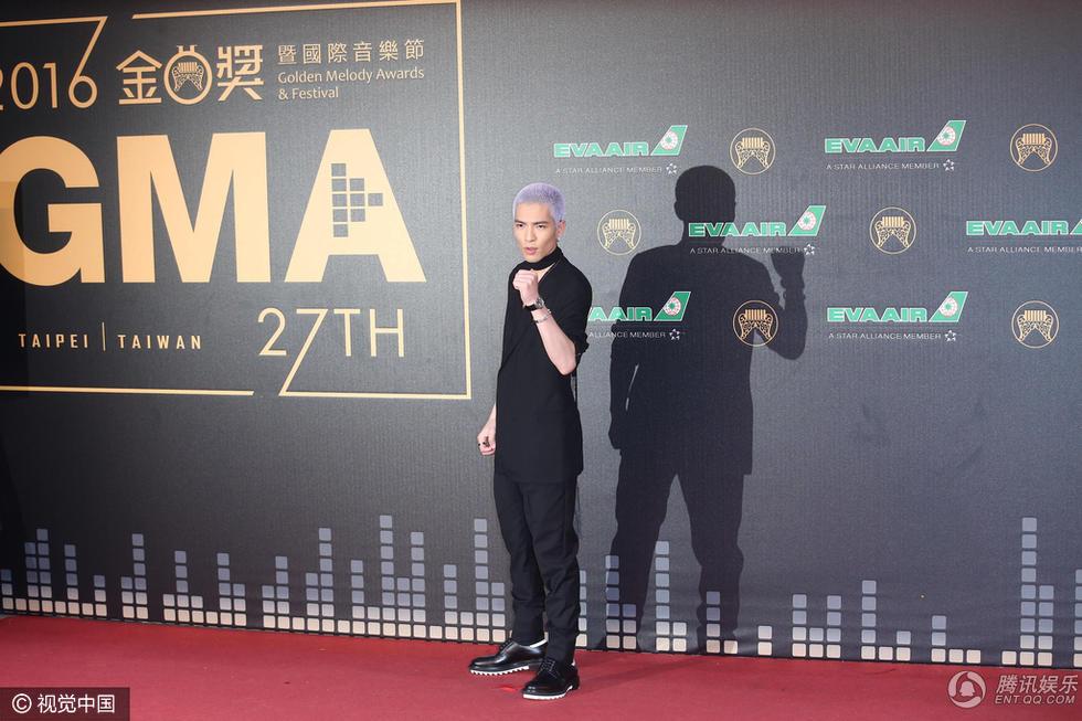 第27届台湾金曲奖:萧敬腾潮装紫色短发惹尖叫