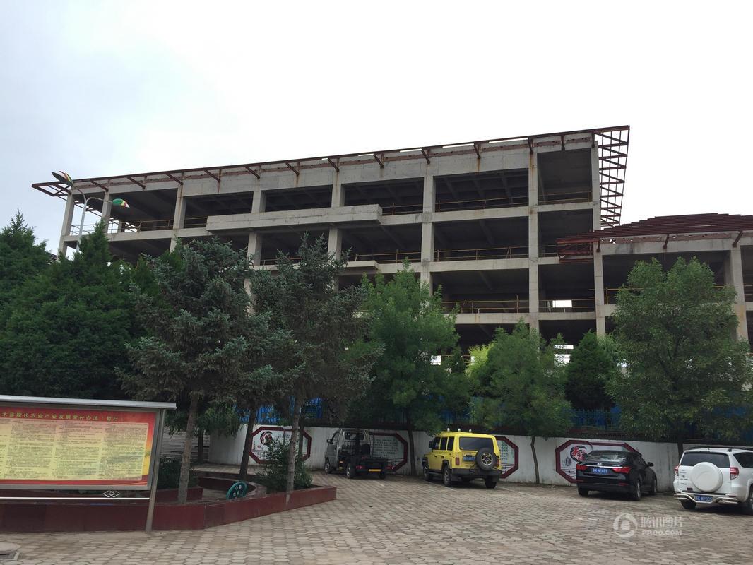 陕西神木中鸡镇综合楼停建三年 镇政府借房办公
