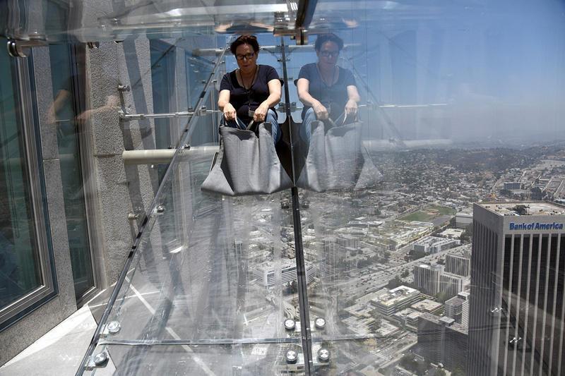 城会玩!摩天大楼建305米高玻璃滑梯 - 海阔山遥 - .