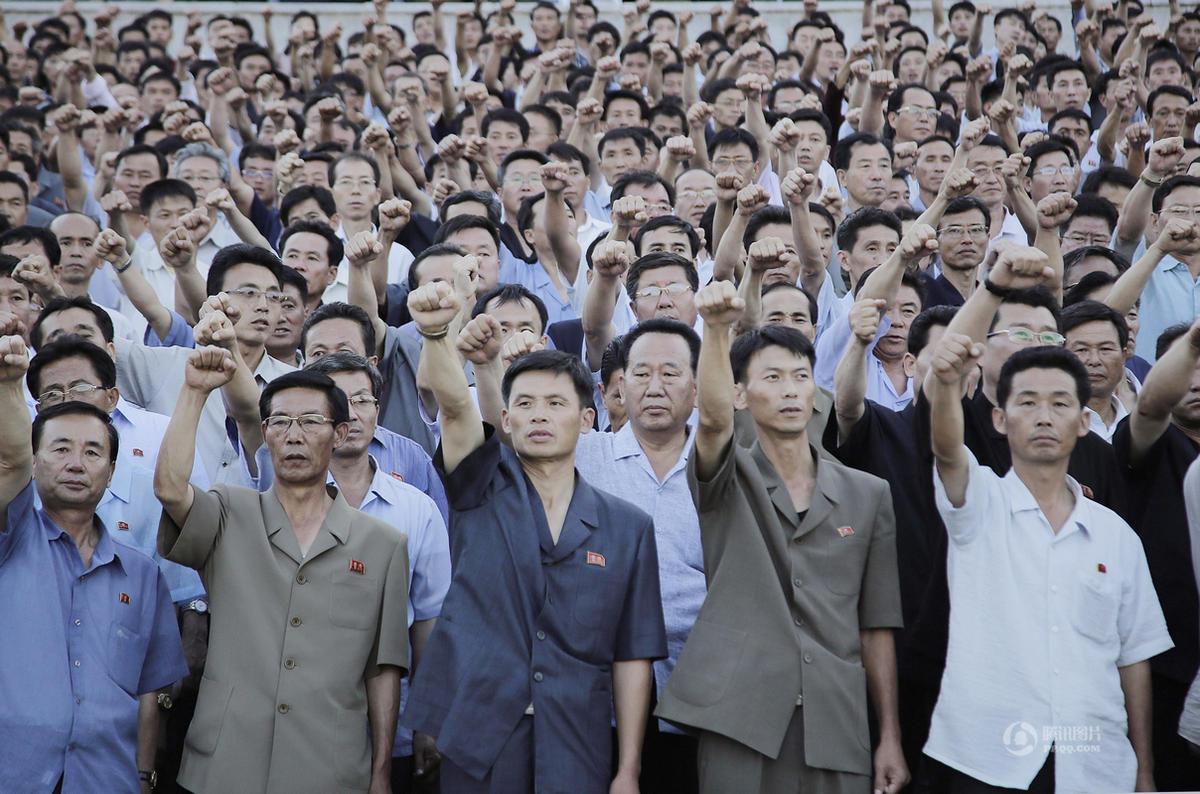 """朝鲜举行大规模群众集会 纪念""""反美斗争日"""""""