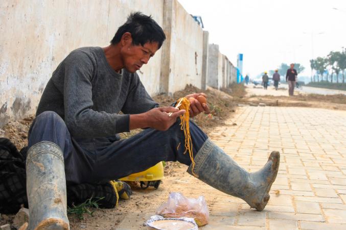 工人、农民、小贩 他们这样吃午餐 - 海阔山遥 - .