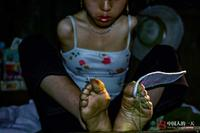 【转载】看天下:无臂女孩坚强求生 两腿夹住宝贝喂奶(来源  大楚网) - 烈焰冰峰 - 颜王堂主彭书柳