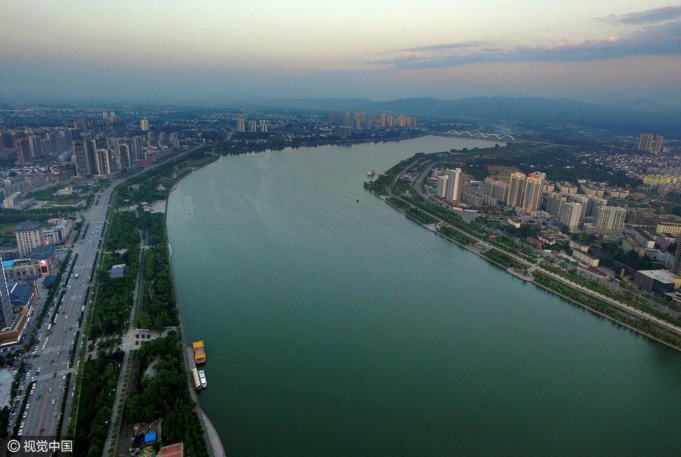 航拍陕西汉中 高空俯瞰城市风光