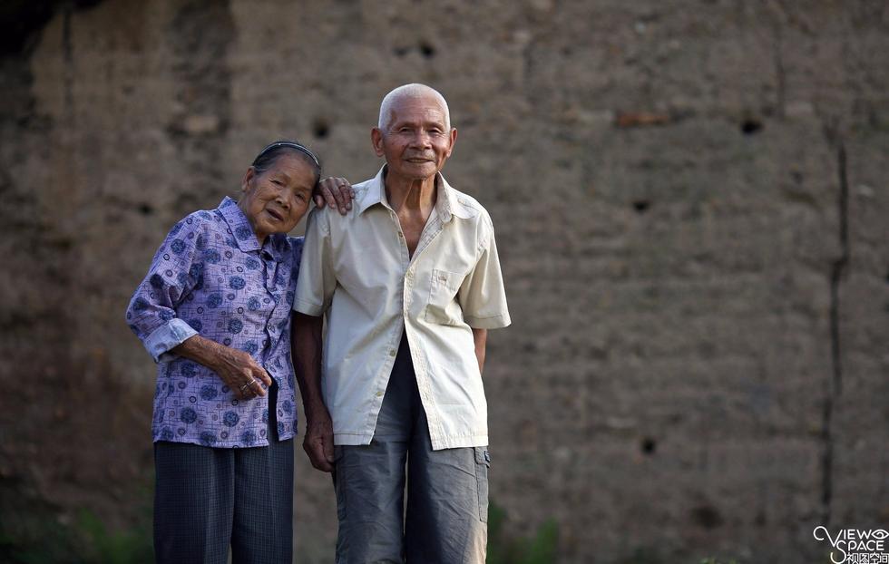 携手走过96年 夫妻双双过百岁 - 海阔山遥 - .