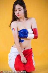 法国美女球迷人体彩绘 力挺高卢雄鸡主场夺冠
