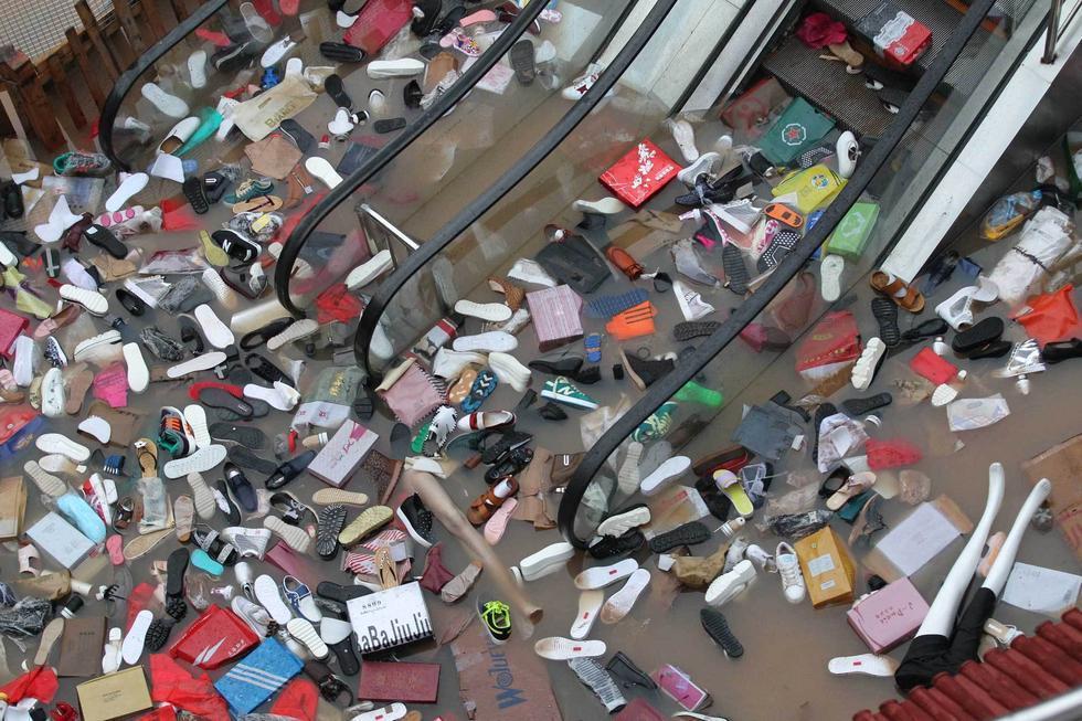 组图:河南新乡暴雨:超市货品漂在水 - 海阔山遥 - .