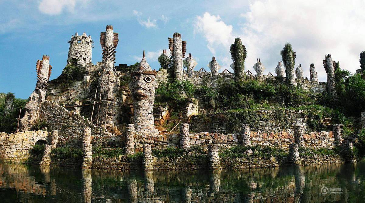 他用20年在贵州的山谷建了一座奇幻城堡 - 海阔山遥 - .