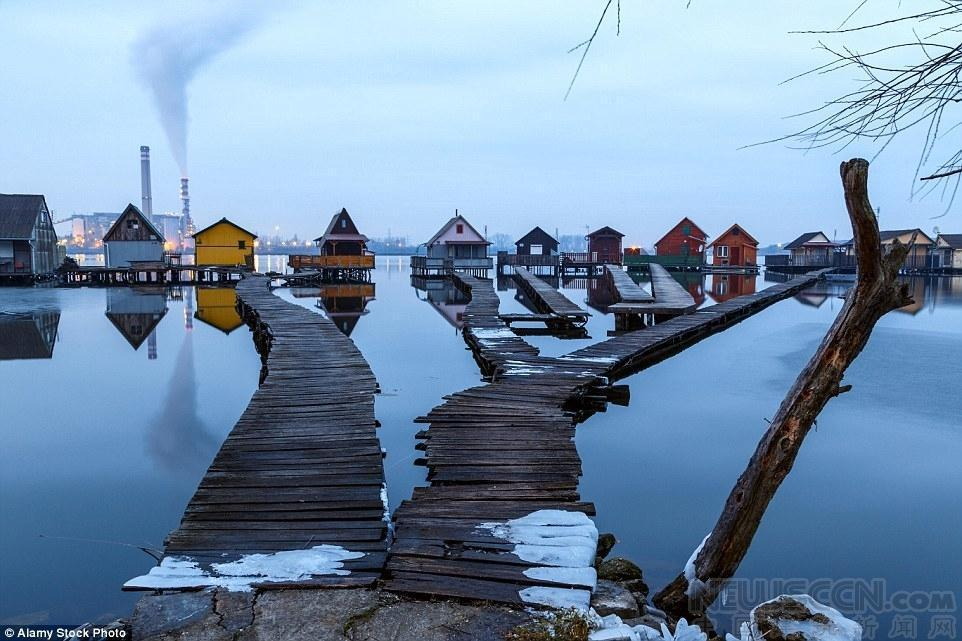 组图:匈牙利的浮动村庄 马尔代夫即视感 - 海阔山遥 - .