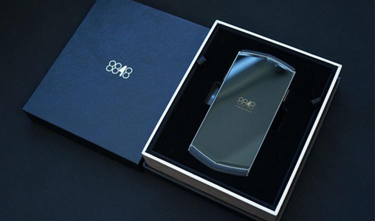 开始,国内各大手机品牌开始尝试提升产品定位与价格以获得更大