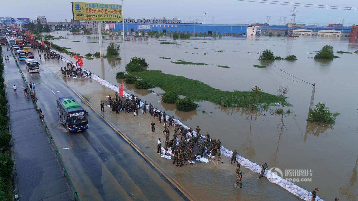 航拍暴雨后的湖北孝感工业园 厂房泡水中 - 海阔山遥 - .