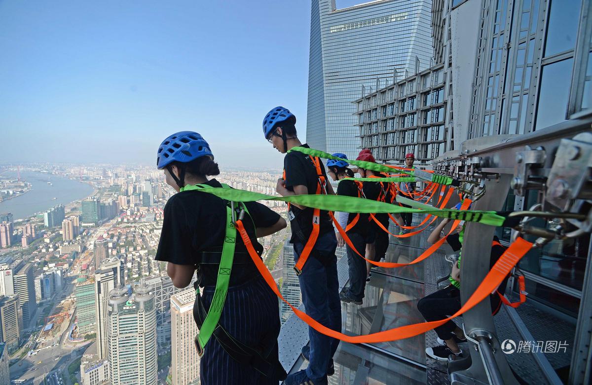 上海摩天楼340米高空建无护栏玻璃栈道 - 海阔山遥 - .