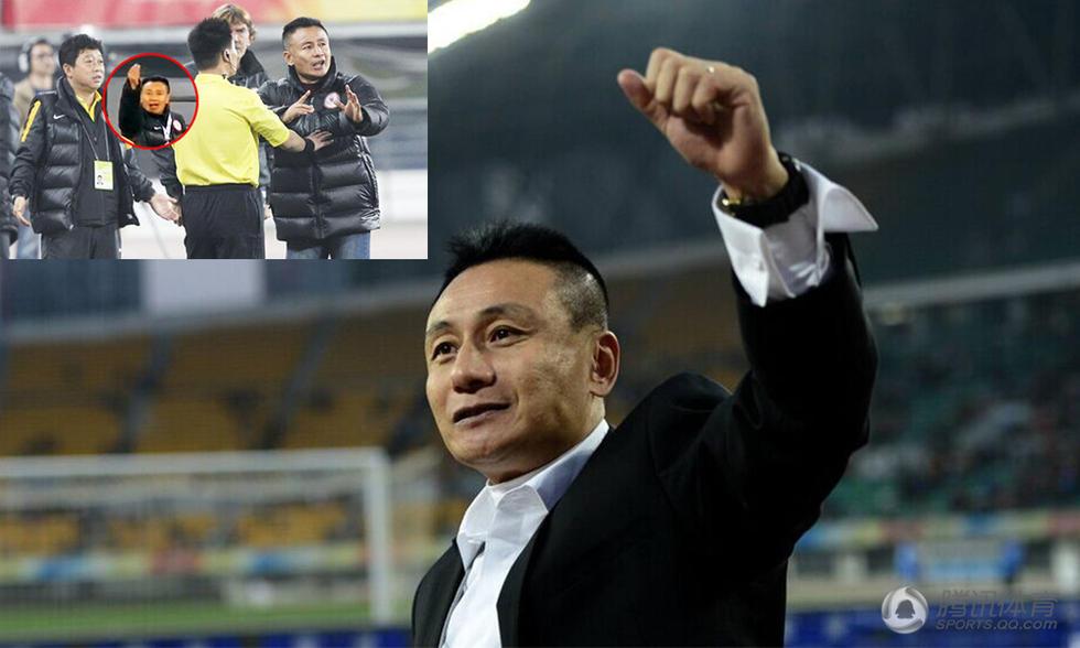 """【被判罚做""""数钱""""手势 教练解释并非此意】2013年的亚冠联赛中,"""
