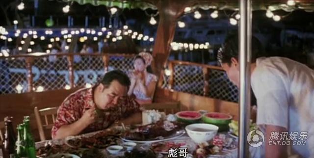 走投无路的阿豪决定跟阿明去找卖白粉的肥膘(郑则仕).-香港这图片