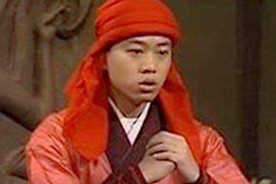还演了一个小乞丐,被吴孟达演的彭长老打了一顿,演绎了出龙套的图片