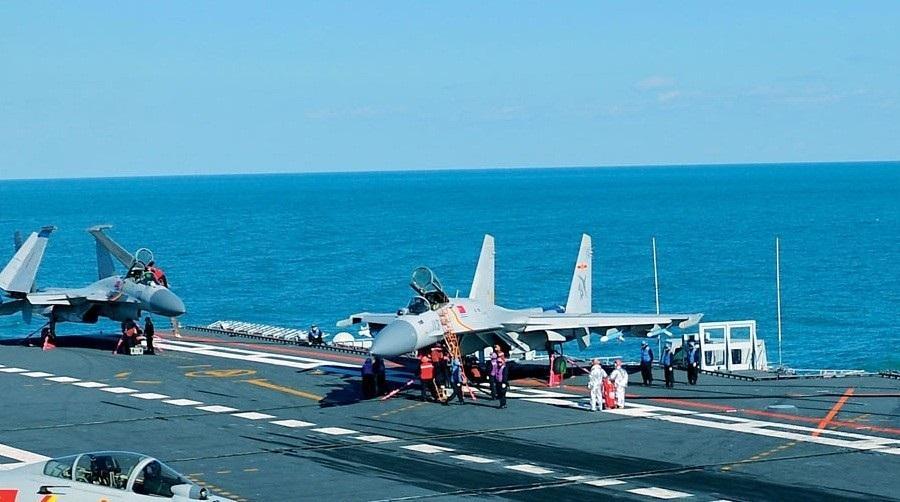 组图:辽宁舰航母10架舰载机同时现身 - 海阔山遥 - .