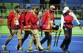 高清:女曲小组赛 日本队员头部遭击被抬下场