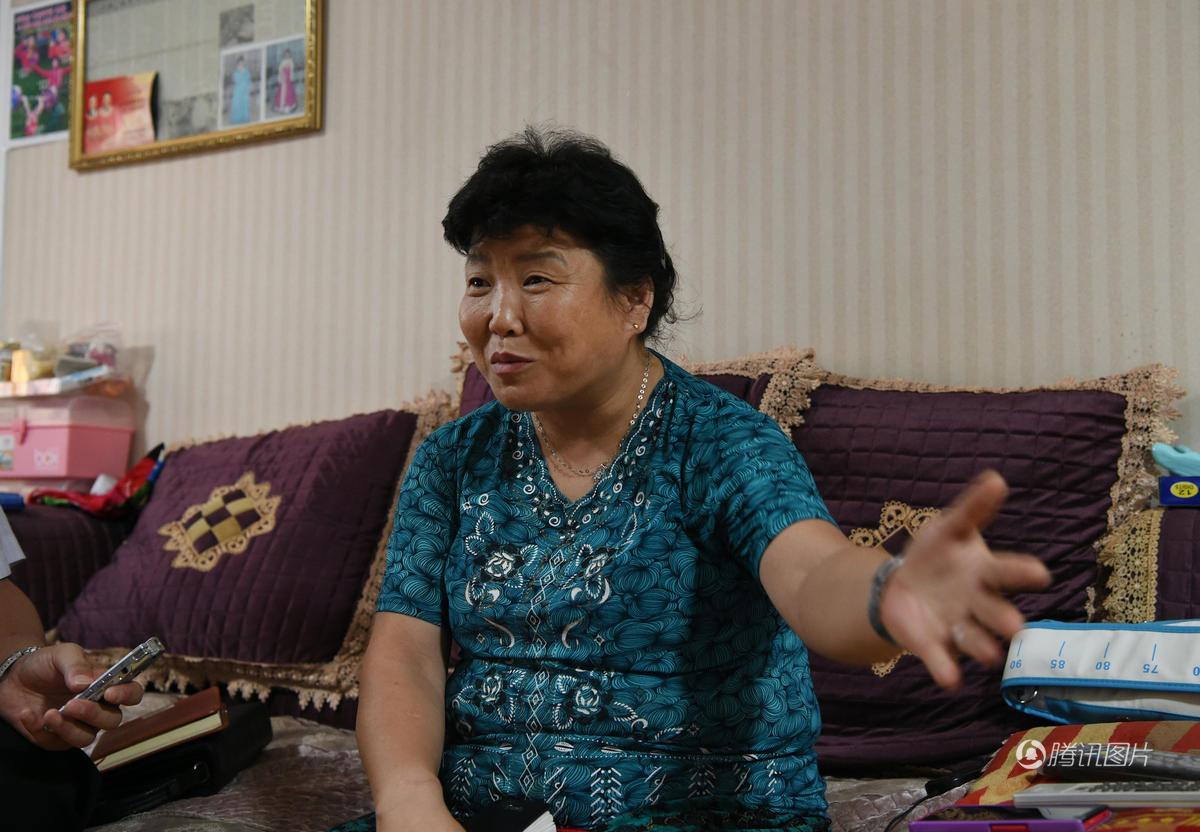 朝鲜奥运首金获得者的家 奖牌挂满墙