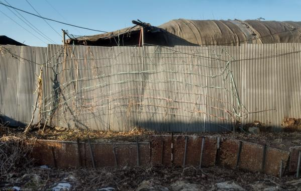 实拍韩国富人区里真实的贫民窟 房屋似牛棚 - 海阔山遥 - .
