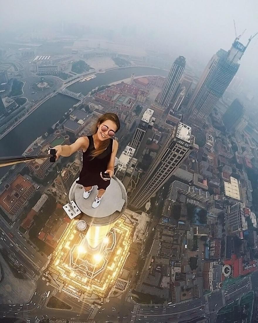 够胆就来!俄美女挑战超高建筑危险自拍! - 海阔山遥 - .