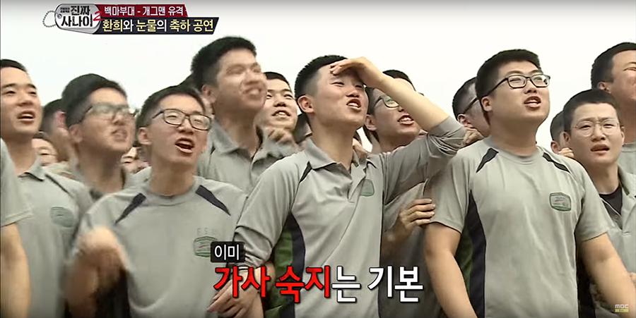 韩国士兵情绪激动。