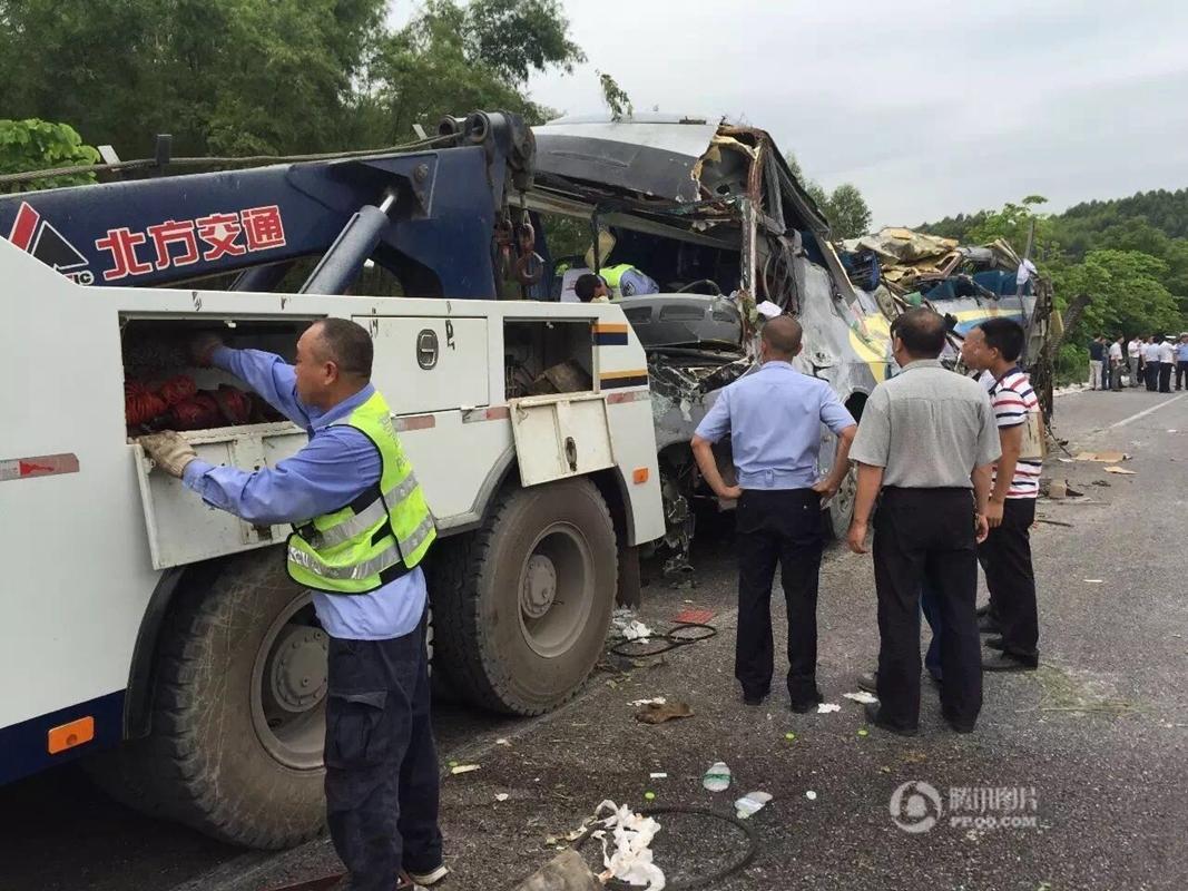广昆高速广西段发生翻车事故 已致10人死亡 - 新鲜的 ...